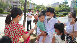 Quảng Trị: Thêm nhiều bác sĩ, nhân viên y tế vào Nam chống dịch