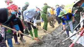 Bí thư Tỉnh ủy Yên Bái tham gia ngày thứ 7 cùng dân tại xã Suối Giàng