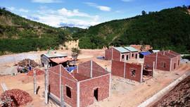 Phước Sơn (Quảng Nam): Gấp rút hoàn thiện nhà ở cho người dân vùng thiên tai trước 30/9