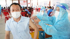 Nghệ An: Tiêm vắc-xin ngừa Covid-19 cho tiểu thương TP. Vinh