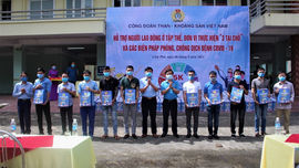 Công đoàn TKV thăm tặng quà người lao động Công ty Than Quang Hanh