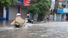 Thái Bình: Mưa lớn kéo dài khiến nhiều tuyến phố bị ngập lụt