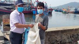 Loại bỏ rác thải nhựa vì tương lai bền vững: Đà Nẵng - Ngư dân đổi rác lấy... giấy xuất bến ra khơi