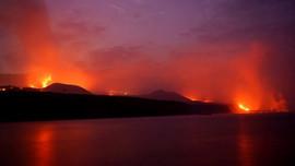 Người dân lo sợ do dung nham chảy ra từ miệng núi lửa ở Tây Ban Nha