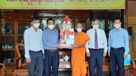 Cần Thơ: Thăm hỏi, động viên đồng bào dân tộc Khmer nhân dịp lễ SeneĐônta