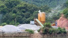 Quảng Ninh: Nhiều trạm trộn bê tông lấn chiếm đất hoạt động gây ô nhiễm sông Tiên Yên