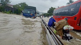 Miền Trung mưa lớn, lũ trên các sông lên nhanh