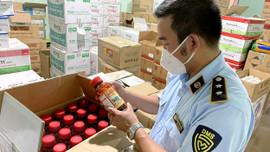 Phát hiện cơ sở bán thuốc trừ sâu chứa chất cấm