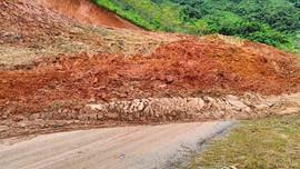 Thanh Hóa: Sạt lở nghiêm trọng  Quốc lộ 15C