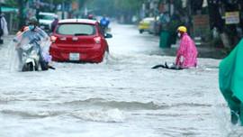 Mưa không ngớt, nhiều khu vực ở Quảng Nam, Quảng Ngãi chìm trong biển nước
