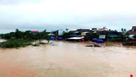 Quảng Nam, Quảng Ngãi: Vẫn chìm trong nước lũ, hàng nghìn ngôi nhà bị ngập
