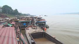 Hà Nội: CSGT đường thủy trấn áp hoạt động khai thác cát trái phép trên sông Hồng
