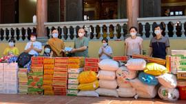 Báo Tài nguyên và Môi trường thăm, tặng quà trẻ em mồ côi tại chùa  Thịnh Đại, huyện Kim Bảng, Hà Nam