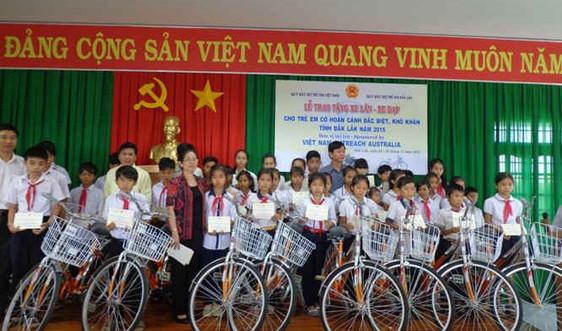 Trao hơn 300 xe đạp, xe lăn cho trẻ có hoàn cảnh khó khăn
