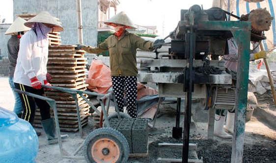 Nhọc nhằn phận nữ công nghề gạch