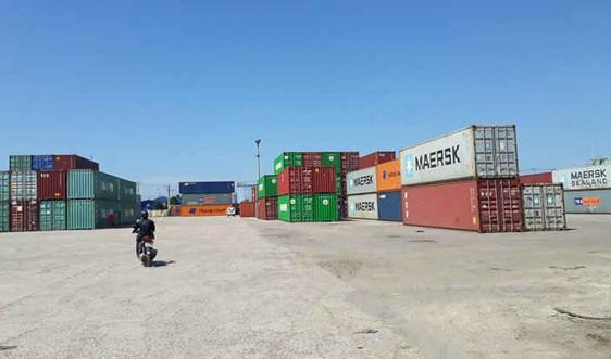 Lập Hội đồng để định giá bán đấu giá 21 container thuốc lá ngoại tại cảng Quy Nhơn