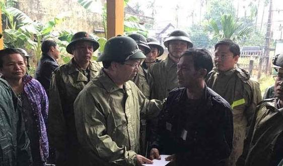 Phó Thủ tướng Trịnh Đình Dũng thăm hỏi người dân; chỉ đạo cứu nạn, cứu hộ tại Bắc Trà My