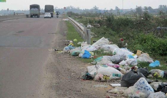 Bình Định: Bãi rác tự phát nằm trên tuyến đường QL 19B, QL 1A ở huyện Phù Cát