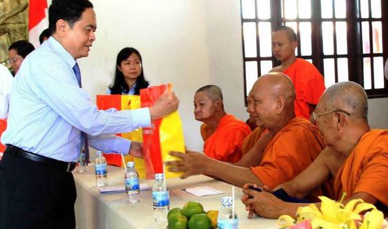 Tiếp tục quan tâm, chăm lo đời sống, học tập, lao động, sản xuất cho đồng bào Khmer