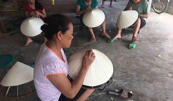 Nhọc nhằn nghề nón lá gần 200 tuổi