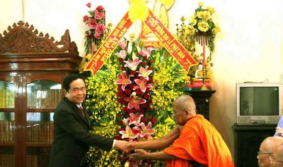 Chủ tịch Ủy ban Trung ương MTTQ Việt Nam Trần Thanh Mẫn thăm, chúc mừng đại lễ Phật đản tại Sóc Trăng