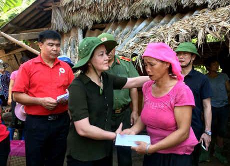 Bí thư Tỉnh ủy Yên Bái Phạm Thị Thanh Trà thăm bà con vùng lũ Văn Yên