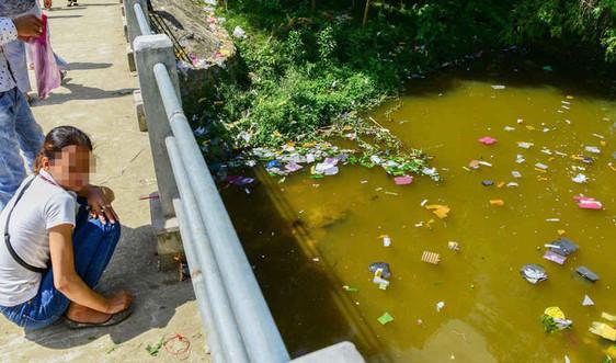 Chấn chỉnh hoạt động thả đèn hoa đăng, vàng mã gây ô nhiễm... trên sông Hương