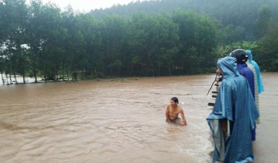 Đi qua đập tràn, thanh niên 9x bị nước lũ cuốn trôi mất tích