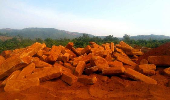Cảnh sát môi trường bắt quả tang xe chở hơn 14 tấn đá bazan lậu