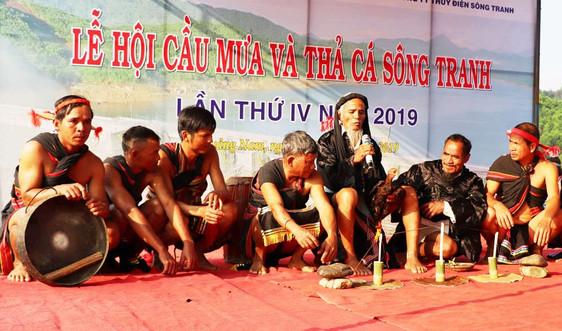 Quảng Nam: Thả hơn 50.000 cá vào lòng hồ sông Tranh để tái tạo nguồn lợi thủy sản