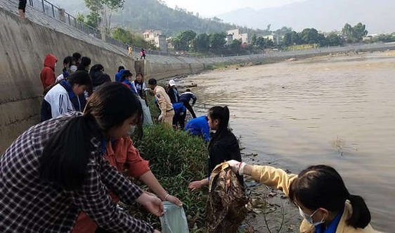 Sơn La: Ra quân dọn vệ sinh môi trường làm sạch dòng sông Mã