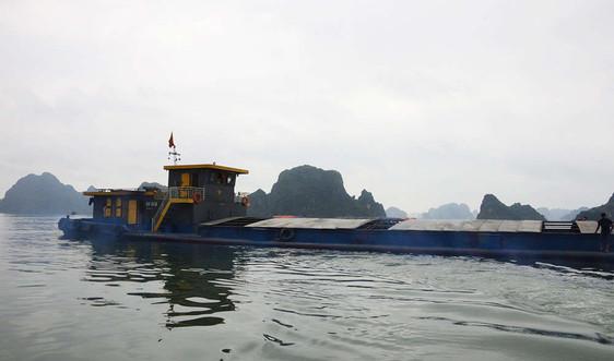 Quảng Ninh: Bắt giữ tàu chở 1.700 tấn than bùn xít