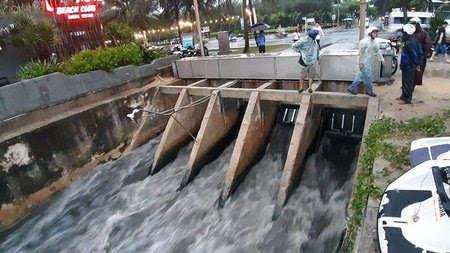 Đà Nẵng: Bất lực trước nước thải ra biển?