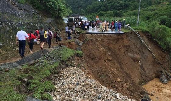 Mưa dông diện rộng, cảnh báo sạt lở đất tại Hòa Bình, Thanh Hóa