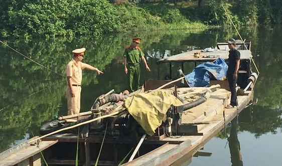 """Thừa Thiên - Huế: Phát hiện nhiều """"cát tặc"""" trên sông Hương, sông Bồ"""