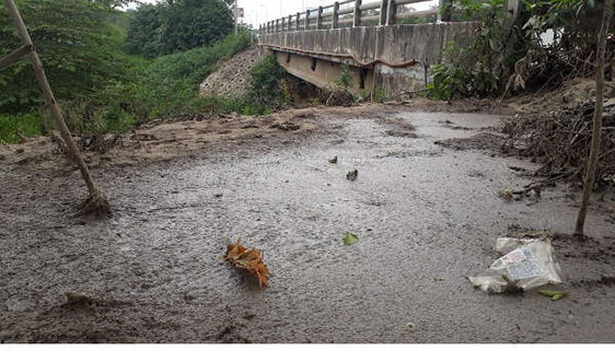 Hà Nội: Nhức nhối tình trạng xả bậy phân bùn bể phốt ra ngoài môi trường