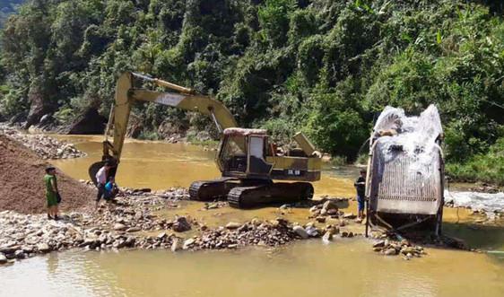 """Vụ suối A Lin """"chảy máu"""" do khai thác cát trái phép ở Thừa Thiên Huế: Huyện nói gì?"""
