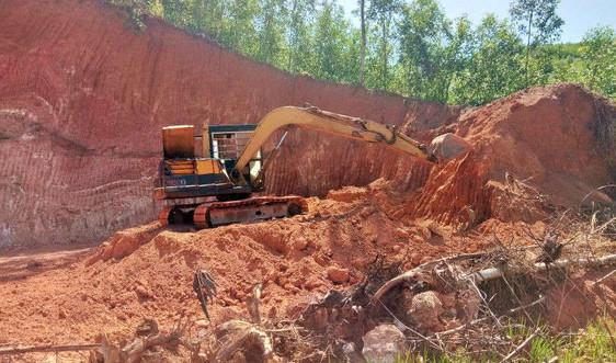 """Hoài Ân (Bình Định):Chính quyền bất lực nhìn đồi núi bị """"khai tử"""" để lấy đất"""