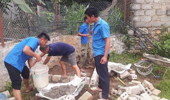 Ngày về cơ sở giúp người dân thực hiện tiêu chí môi trường ở Mai Sơn