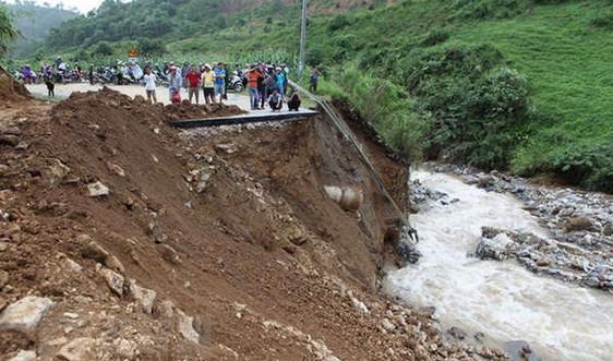 Cả nước có mưa dông, nhiều nơi nguy cơ xảy ra lũ quét và sạt lở đất