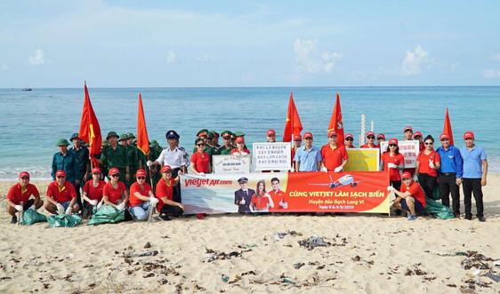Vietjet: Ra quân làm sạch biển tại huyện đảo Bạch Long Vĩ