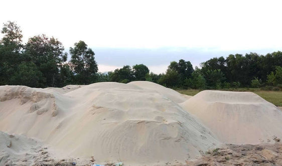 Vấn nạn tập kết cát trái phép ở KKT Chân Mây- Lăng Cô (Thừa Thiên Huế): Cơ quan chức năng lên tiếng!