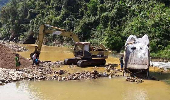 """Vụ suối A Lin """"chảy máu"""" do khai thác cát trái phép ở Thừa Thiên Huế: Xử phạt hai doanh nghiệp"""