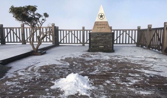 Khu du lịch quốc gia Sa Pa sương muối phủ trắng đỉnh Fansipan