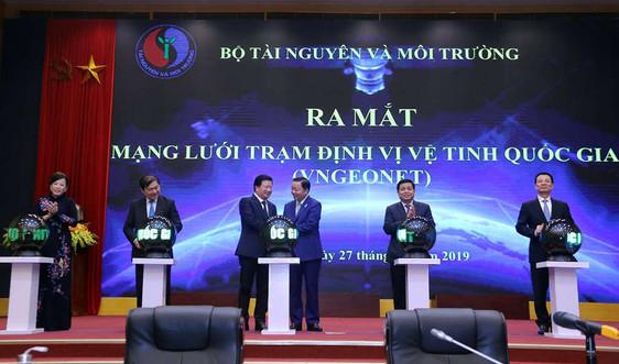 Phó Thủ tướng Trịnh Đình Dũng nhấn nút ra mắt Mạng lưới trạm định vị vệ tinh quốc gia