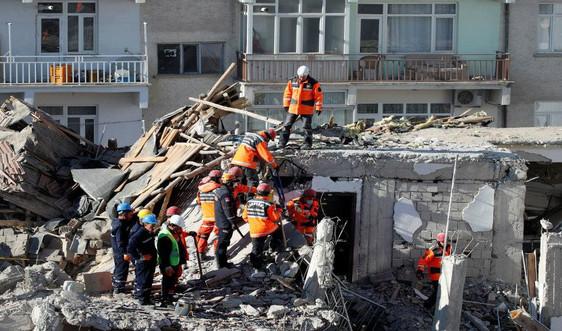 Động đất ở Thổ Nhĩ Kỳ: 35 người chết, hàng chục người được kéo ra từ đống đổ nát