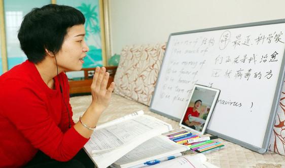 Trung Quốc: Giáo viên dạy học trực tuyến cho học sinh khi các trường học đóng cửa