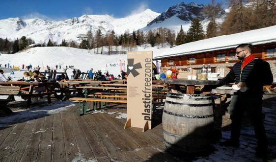 Italy cấm nhựa tại một khu nghỉ dưỡng trượt tuyết