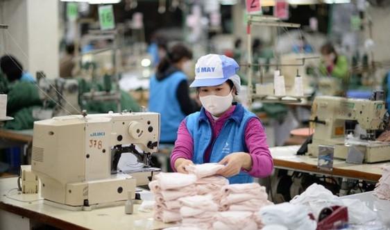 Vinatex tăng năng suất sản xuất khẩu trang kháng khuẩn