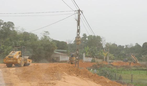 Hà Tĩnh: Yêu cầu loại bỏ toàn bộ đất sử dụng trái phép khỏi công trình